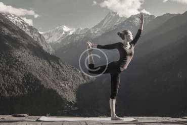 10 of 2016′s most extreme yoga poses